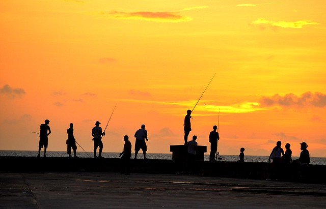 Fishermen in the La Havana's malecon