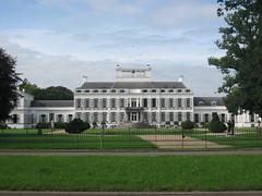 Soestdijk Paleis hoofdgebouw (Arthur-A) Tags: castle netherlands bernard nederland royal queen juliana paysbas niederlande paleis soestdijk soest koninklijk chteau