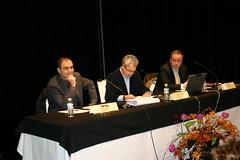En ella aparecen el Alcalde Carlos Totorika; el Director de Inserción Social Mikel Santiago y el Viceconsejero de Asuntos Sociales del GV Fernando Consuerga