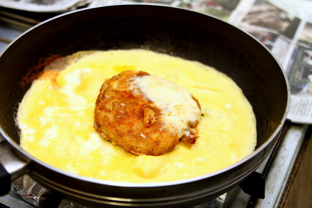 Ramly Burger: Using omelette eggs for the meat patty