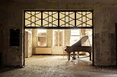 Solo Piano (jrej www.gregoirec.com) Tags: abandoned pentax piano ddr