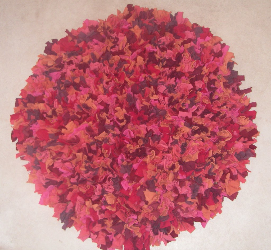 Lipstick circular rag rug