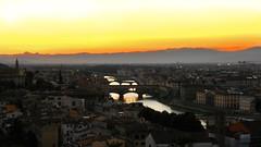 Firenze - Tramonto sull'Arno (MaOrI1563) Tags: sunset italy florence italia tramonto agosto tuscany firenze arno toscana sole ponti piazzalemichelangelo 2011
