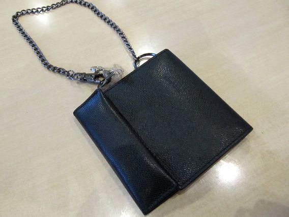 おかあさんが心配して財布にチェーンをつけてくれた