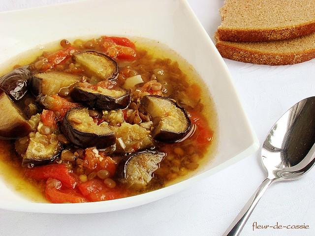 суп из запеченных баклажанов с чечевицей