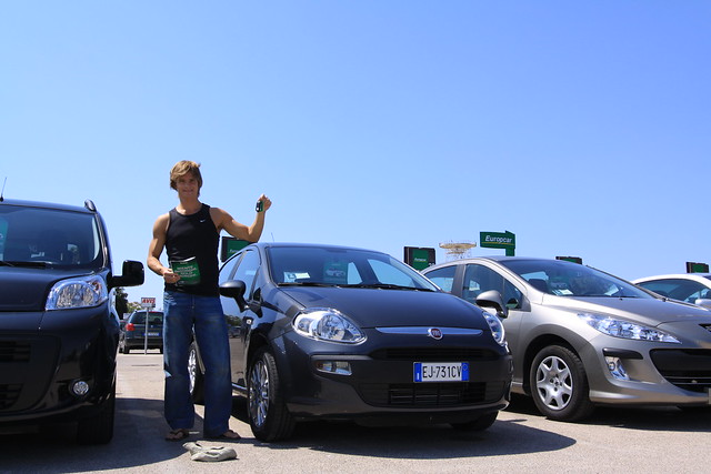 The brand new Fiat Punto 1.3L diesel baby is mine for the week! Alghero Int'l Airport, August 15th 2011.