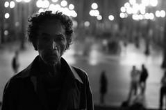 (Leonardo Amaro Rodrigues ) Tags: pessoa centro vida noite urbano histrias imigrante luzesdanoite sobrevivente vidassecas estaavida