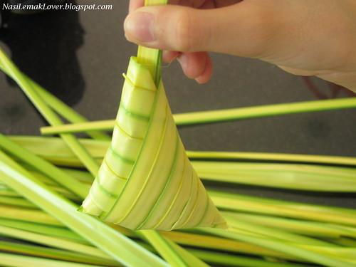 Ketupat daun palas
