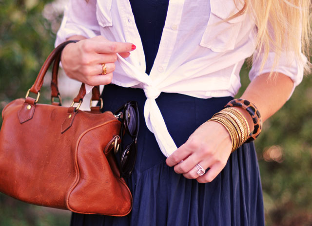 2-knotted-shirt-and-accessories