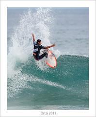 Zarautz Pro Surf 2011 (Ortzi Omeaka) Tags: beach nikon surf surfer contest wave heat surfboard pro manfrotto zarautz 2011 brandonjackson gabrielmedina nikond700 evente aritzaranburu teleconverte mickypicon ortziomeaka nikon400f28afs shawncasel zarautzprosurf2011 nikontce20iii