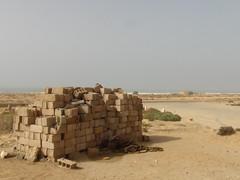 Lavori mai Iniziati (Hicham Charqane) Tags: nikon marocco costruzione deserto mattoni meraviglia hicham d5000 priero charqane