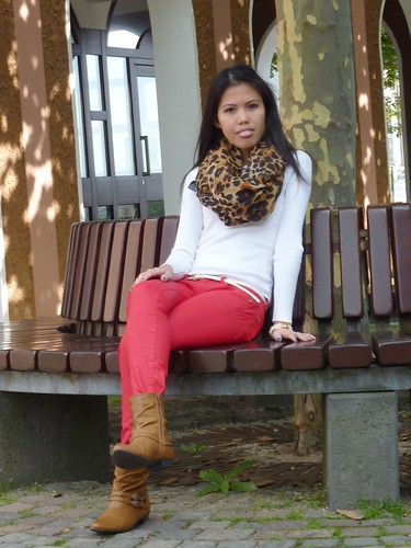 woman wearing colored jeans