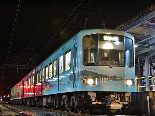 江ノ電1101F+1001F稲村ヶ崎行き最終電車@長谷