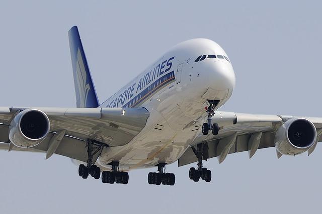 Singapore Airlines Airbus A380-841 (9V-SKI)