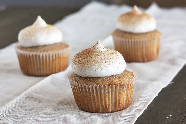 Snickerdoodle Cupcakes from HandletheHeat.com