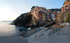 Riomaggiore (l) Tags: travel sea italy cliff marine europe italia mare outdoor cinqueterre riomaggiore scogli porticciolo mygearandme parconazionaledellecinqueterreliguria