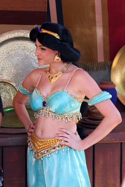 Aladdin and Jasmine greet fans