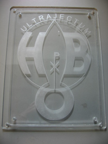 Ultrajectum logo graveren in plexiglas