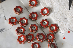 (Laura_ Jaine) Tags: vintage hearts lace buttons aliceinwonderland laurawalker