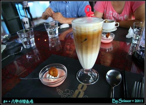 冰咖啡 + 甜點