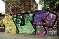 """1up """"in it 2 win it!"""" (Luna Park) Tags: berlin wall germany graffiti lunapark 1up init2winit"""