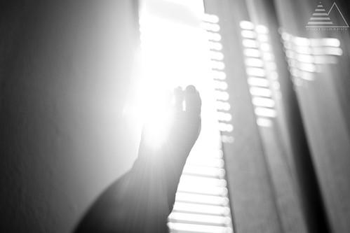Veo la luz y no la alcanzo. by Molinafucker