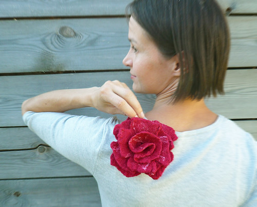 flower brooch, felt flower brooch, flower brooch pin, rose brooch, red rose brooch, red brooch