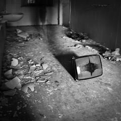A whole life on the screen (Arianna_M(busy)) Tags: light television visions tv shadows volterra ombre silence tempo luce afterhours spazio televisione camminare schermo visioni attraversare cantyousee primaopoi exmanicomio exopsedalepsichiatricoferridivolterra guardarelapropriavitaallimprovvisoattraversounoschemo seisoltantounecooseiqui yourejustmyechoyourenothere orimblind affollamentodipensieri èmeglioconcentrarsisulfattocheoggisitornaalavoroarghhh cisiabituaatutto parloinunlinguaggiochenonsai forsesonociecononvedi imieifantasmi presenzechecirendonoinevitabilmenteinquieti