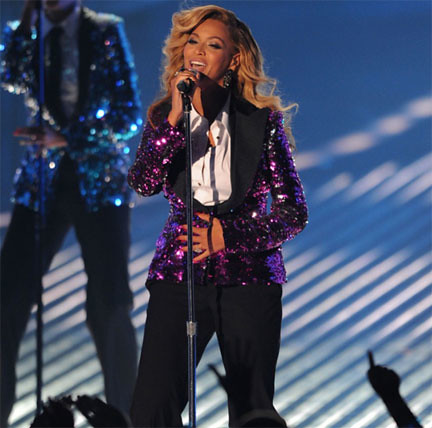 "Beyonce Performs ""Love On Top"" At The VMAs, and Make Announcement On Stage (Video)"