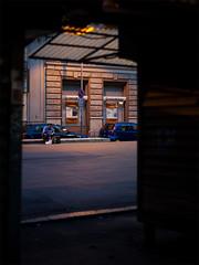 milano (www.jlosada.com and @jorge_losada on Instagram) Tags: street light italy luz calle italia break eating milano eat comiendo miln jorgelosada