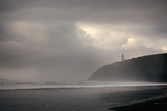 Phare au Sud (sparth) Tags: ocean park morning light lighthouse beach fog coast early washington october moody foggy shore cape usm plage phare disappointment sud 2010 capedisappointment ef70200mm f4l ef70200mmf4lusm 5dmkii