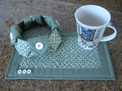 Troquinha combinei caneca com tecidos (Zion Artes por Silvana Dias) Tags: patchwork caneca cesta tecido mugrug cestapatchwork tapetedecaneca cestatecido