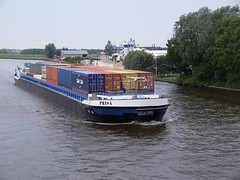 2005 MS Prisa (Davydutchy) Tags: bridge holland netherlands canal ship transport vessel container brug shipping friesland duplo daf schip prisa fryslân prinsesmargrietkanaal vrachtschip brêge ballegooy