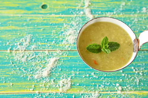 zucchini soup with mint and pecorino