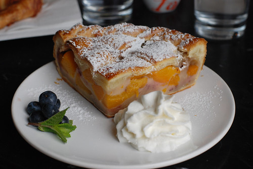 lora's peach pie