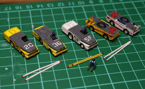 1/144 - US Navy Carrier Tow Tractors and Fire Engines - by AntSizedMan