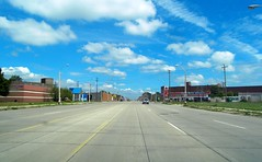 No Rush Hour (Robert Saucier) Tags: auto street blue sky usa car pavement michigan detroit bleu ciel rue picnik grandave grandavenue tatsunis dtroit sdc10294