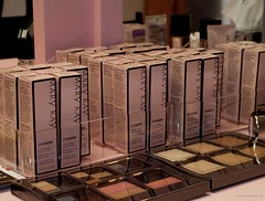 Mary Kay 17 (Blazinstar Experiential) Tags: colors mirror makeup packaging eyeshadow branding marykay experientialmarketing makeupholder