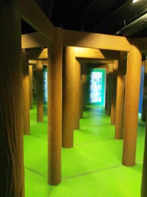 鏡の迷路「ミラーメイズ」の写真