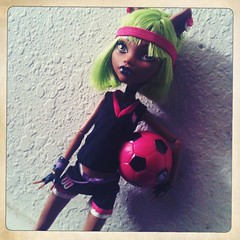 Claudine soccer style (waterrbrer) Tags: schoolsout monsterhigh clawdeenwolf