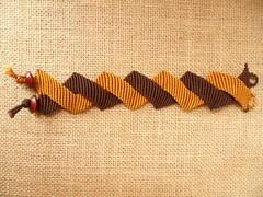 Bracciale bicolore (patty macram) Tags: macrame pulsera gioielli immagini braccialetti bracciali macram macramgioielli macrambijoux macramlavori macramaccessori