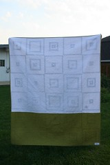 Fresh Quilt for Auntie Laura Back (Mle BB) Tags: original white green square back quilt tag olive twin logcabin fabric cotton single quilted meander binding stipple twinbed originaldesign nopattern stippled freemotion singlebed robertkaufman konacotton bedquilt modernquilt machinequilted twinsized cmqg chicagomodernquiltguild stipplequilted