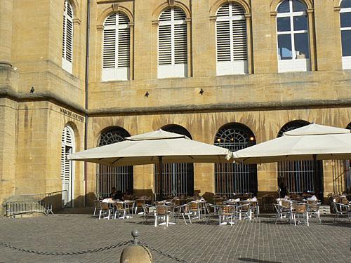 terrasse et parasols.jpg