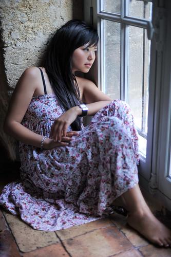 [フリー画像] 人物, 女性, アジア女性, 窓辺, 201109152100