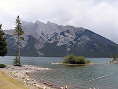 Lake Minnewanka, Banff NP, Canada (Pixmac_in) Tags: trees summer sun canada mountains nature water sunshine weather clouds landscapes daylight rocks seasons horizon lakes bluesky nobody hills vegetation daytime summertime np nationalparks naturalworld exteriors lakeminnewanka waterlevel mountainpeaks summits banffnp utdoors tipofthehills
