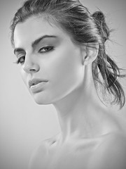 Fran (Folitro) Tags: chile santiago portrait people bw woman girl monochrome beauty face angel canon hair studio book monocromo mujer model eyes skin expression retrato 85mm indoor lips actitud eos60d