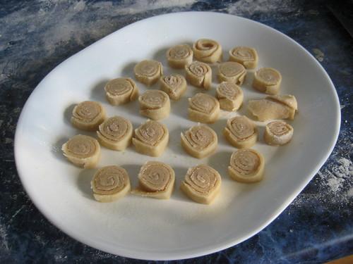 making cinnamon roses