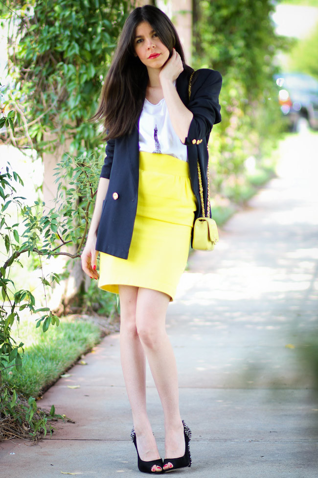 Vintage Thierry Mugler pencil skirt, Chanel quilted bag, Ray Ban Wayfafer, Sam Edelman Lorissa