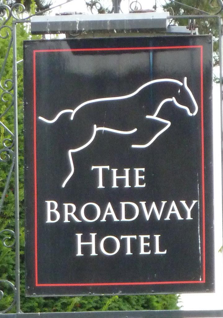 Broadway Hotel, Broadway