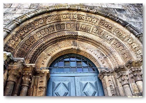 Arquivoltas  do portal principal da igreja de Paderne by VRfoto